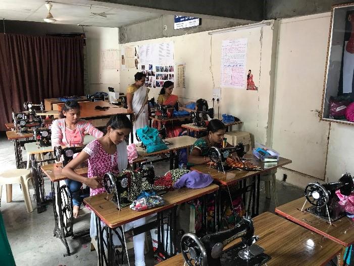 le tourisme durable me conduit à l'engagement humanitaire akvin chouponline atelier de couture