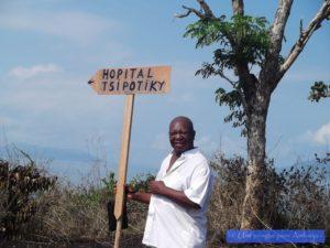 Association médicale dispensaire à Madagascar pirogue pour Ambanja chouponline