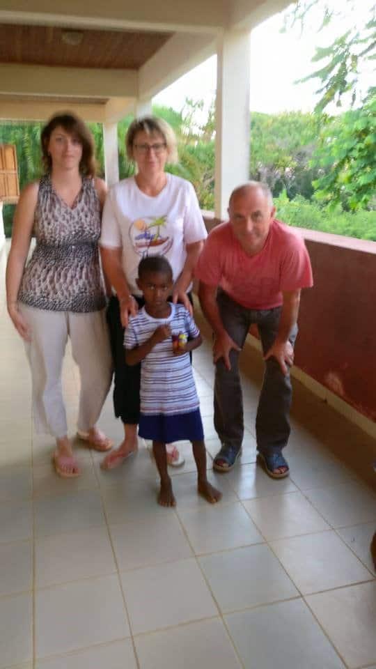 Association médicale dispensaire à Madagascar pirogue pour Ambanja chouponline b