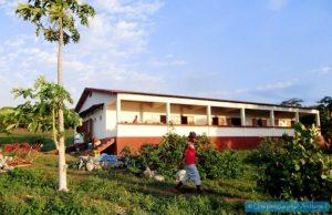 Association médicale dispensaire à Madagascar pirogue pour Ambanja chouponline soins