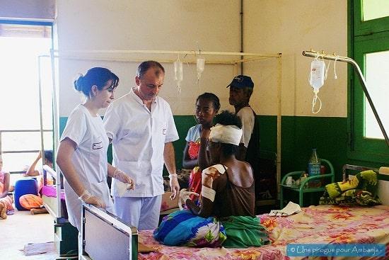 Association-médicale-dispensaire-à-Madagascar-pirogue-pour-Ambanja-chouponline-soins-min