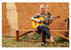 sous-traiter-dans-un-ESAT-entreprise-bio-chouponline-françois-guitare-300x210
